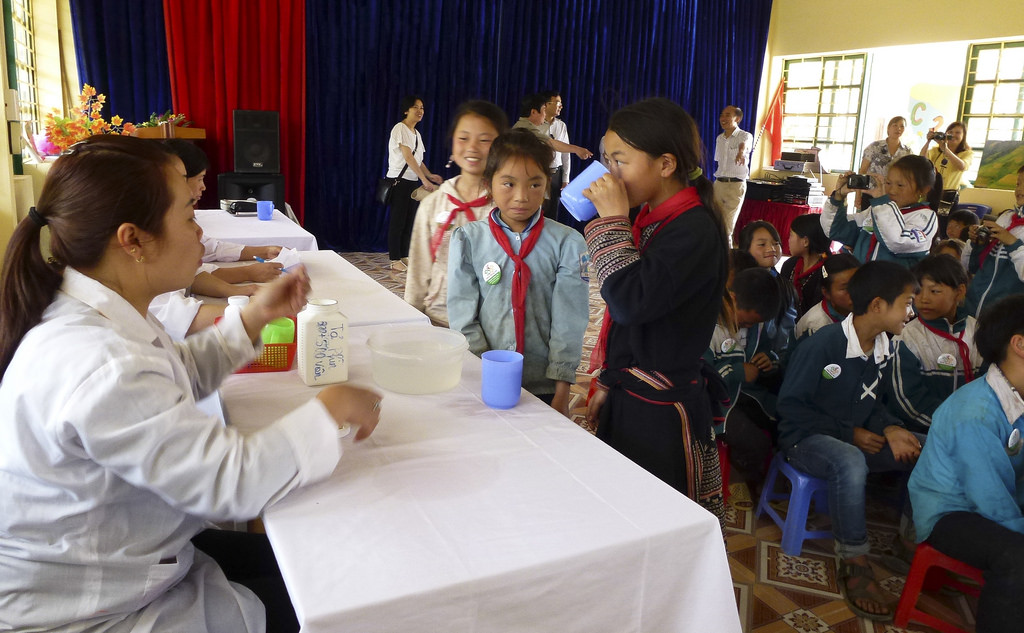 Ethnic Minority Children taking deworming drug at Ta Phin Primary School, Sapa District, Lao Cai Province. Source: Ngo Tien Loi/USAID.