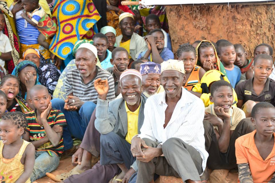 Villagers in Nthuthupue, Mozambique, attend the launch of USAID & ENVISION's MDA campaign for trachoma.