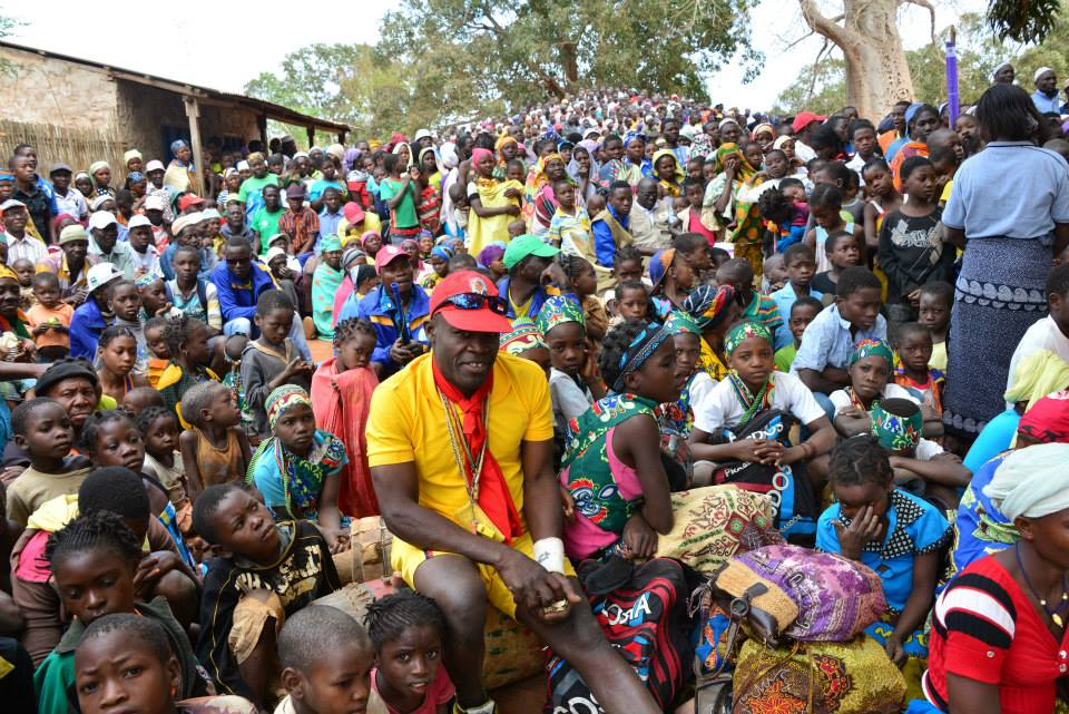 Thousands of people waiting patiently for their medications to combat trachoma in Ancuabe, Cabo Delgado, Mozambique.